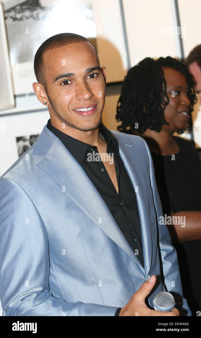 28.JUNE.2011. LONDON  FORMULA ONE DRIVER LEWIS HAMILTON ATTENDING THE DRIVEN TO DO BETTER LAUNCH AT THE GETTY IMAGES Stock Photo