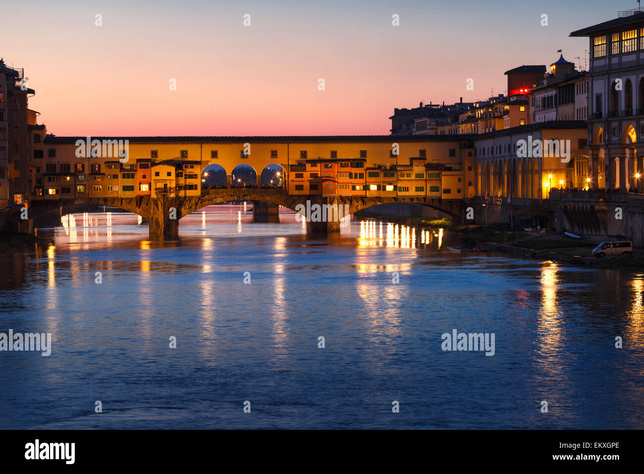Ponte Vecchio at night reflected on the river Arno, Florence, Tuscany, Italy. - Stock Image