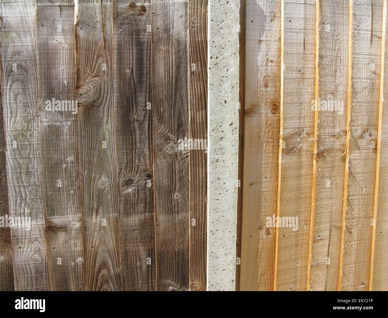 Two-tone fence with concrete post - Stock Image
