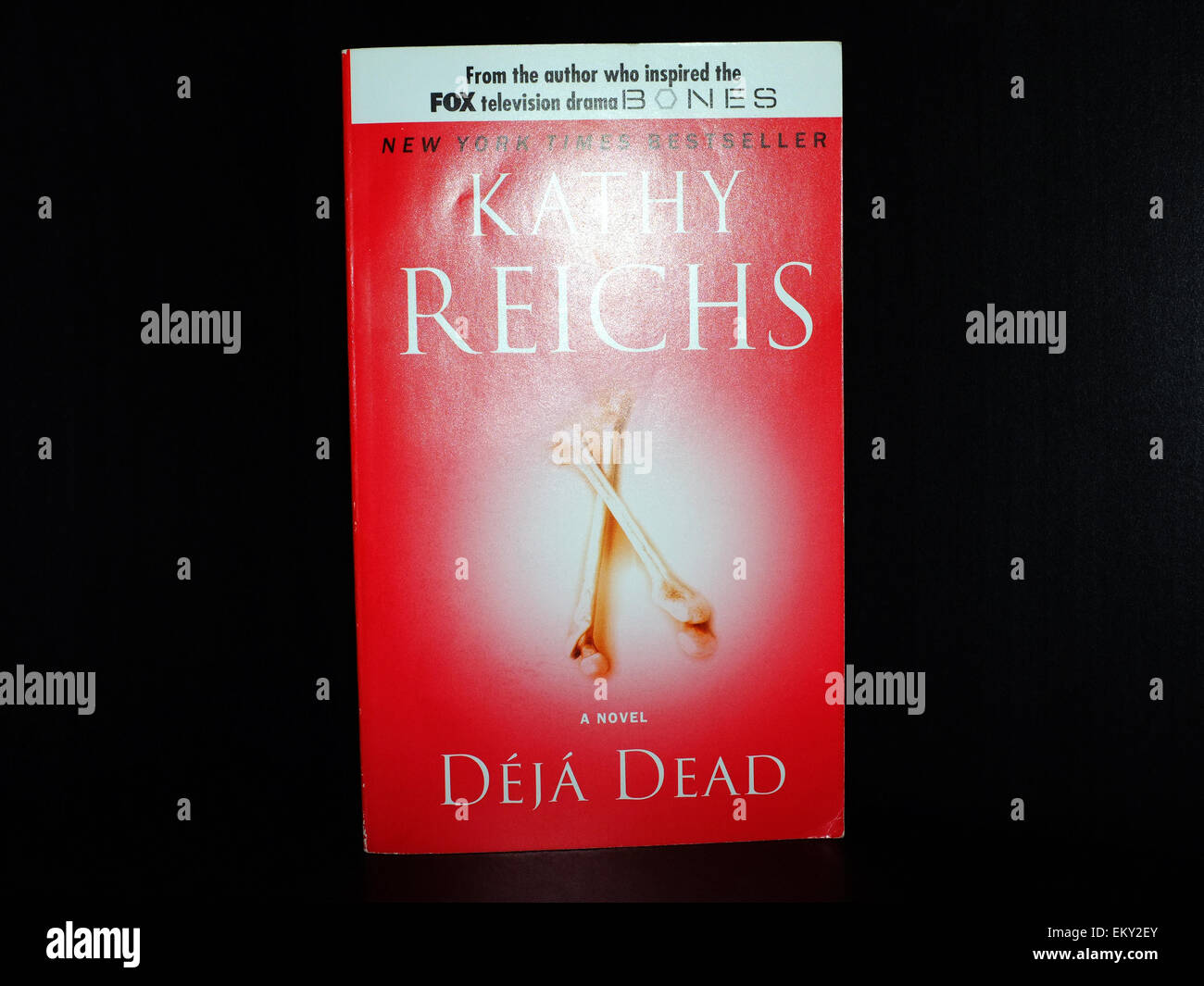 The front cover of an edition of Deja Dead by Kathy Reichs. - Stock Image