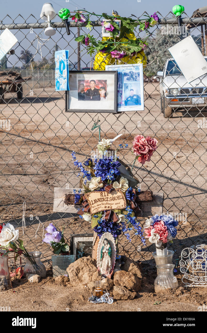 Roadside memorial along route 180 outside of Fresno. San Joaquin Valley, California, USA - Stock Image