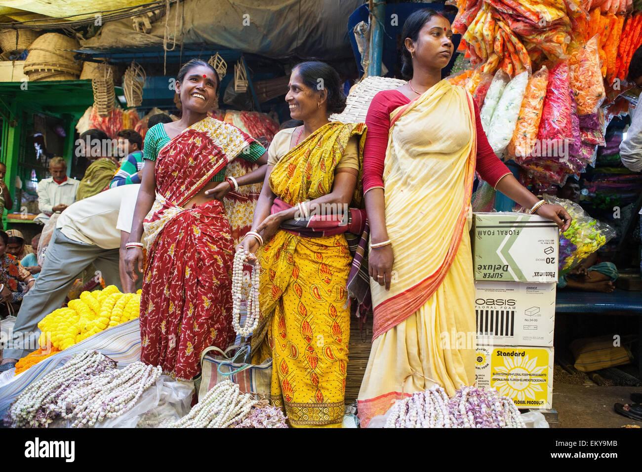 Women selling garlands at the Malik Ghat Flower Market in Calcutta (Kolkata) - Stock Image