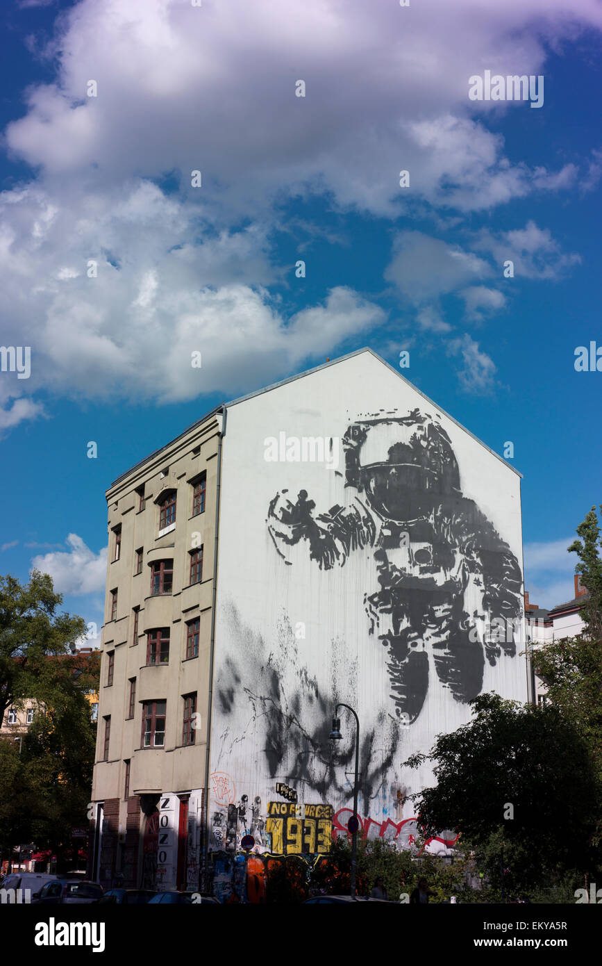 Cosmonaut by Victor Ash, a mural on a building in Berlin's Kreuzberg. - Stock Image