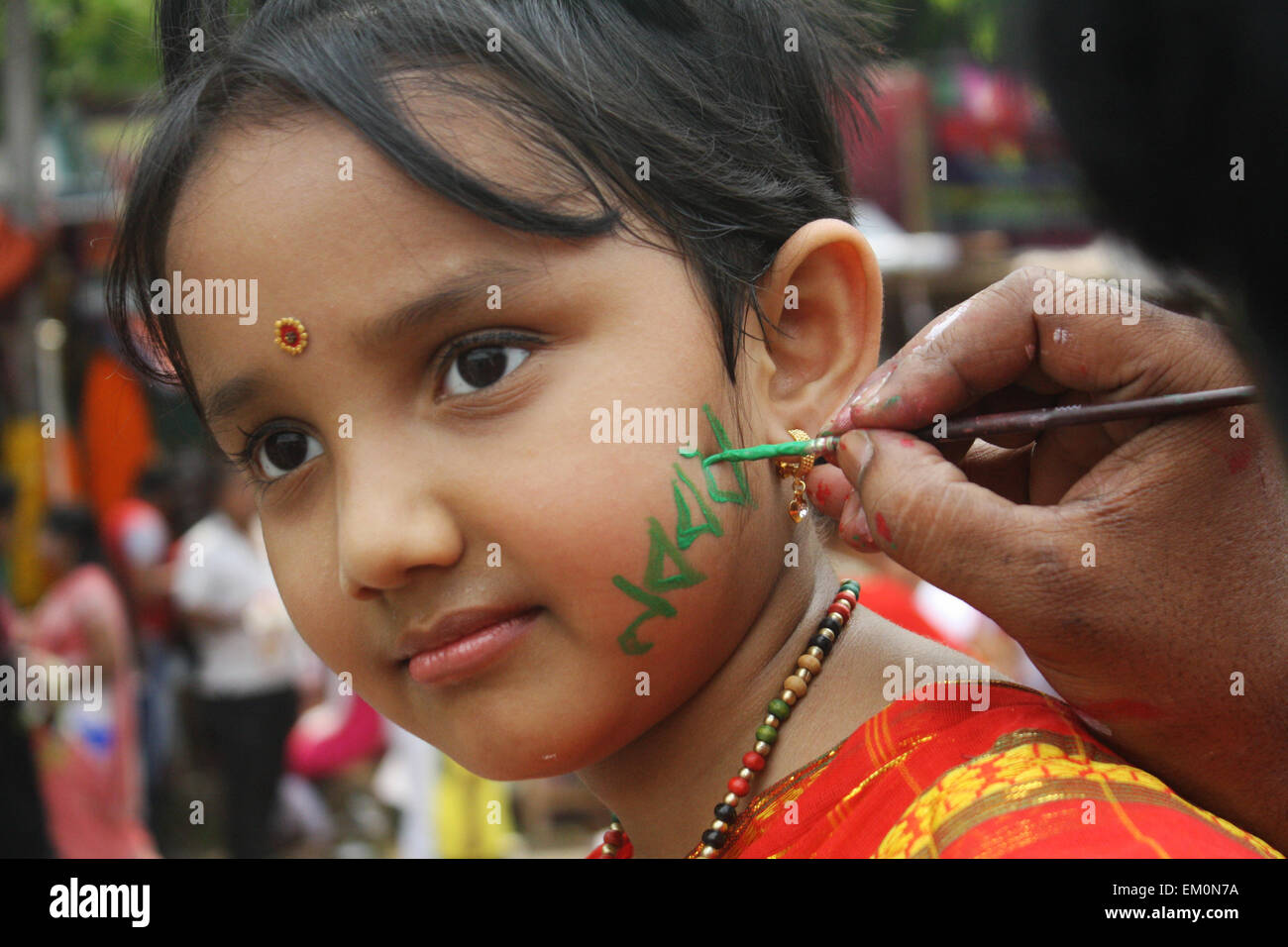 "Dhaka, Bangladesh. 14th April, 2015. A child painting her face to  celebration of the Bengali New Year or ""Pohela - Stock Image"