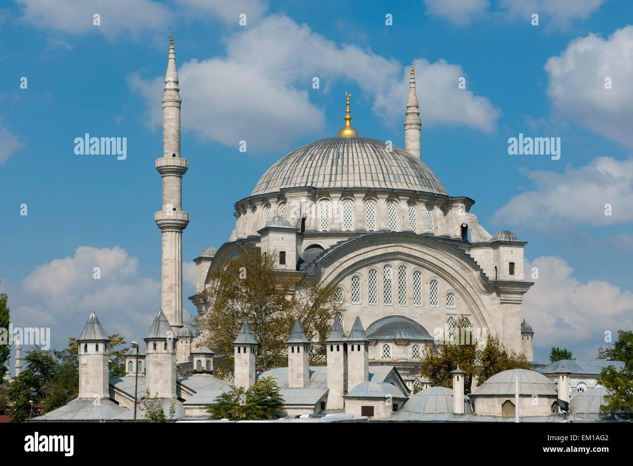 Türkei, Istanbul, Nuruosmaniye Moschee wurde von Mahmut I. 1748 in Auftrag gegeben und 1755 unter Osman III. beendet. Stock Photo