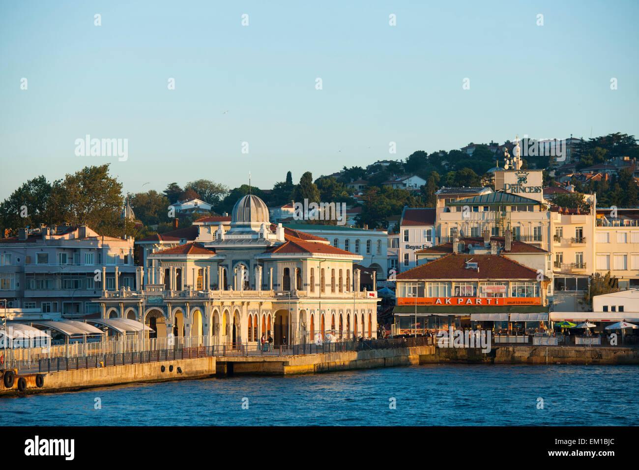 Türkei, Istanbul, Prinzeninseln (türk. Adalar) im Marmarameer, Büyükada, Fähranleger (ferry - Stock Image