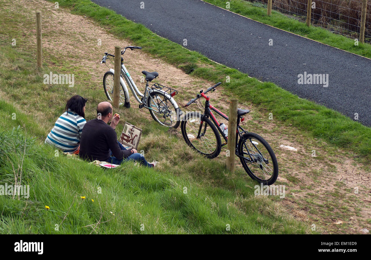 Cyclists pause for a picnic between Turf Lock and Powderham Church, on the Exe Estuary Trail, NCN Route 2, Devon, - Stock Image
