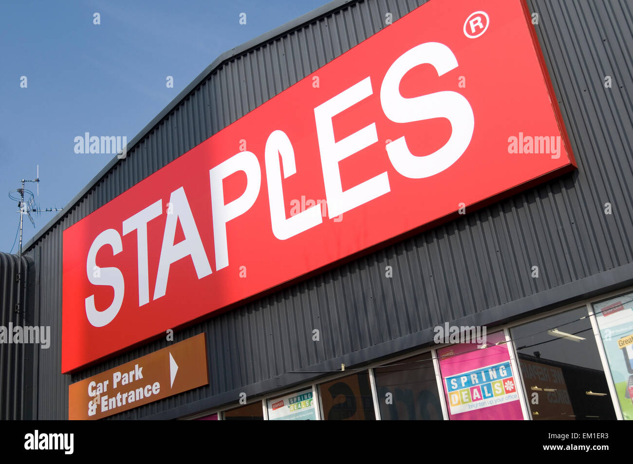 staples stationary superstore shop stationers stationery shops chain brand logo sign - Stock Image