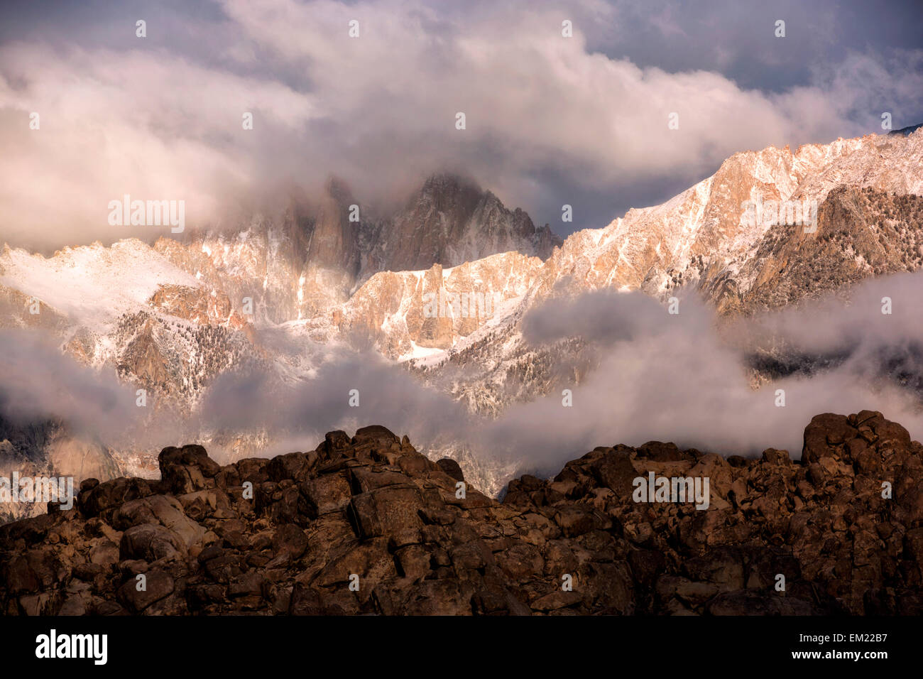 A storm moves in over Mount Whitney - Stock Image