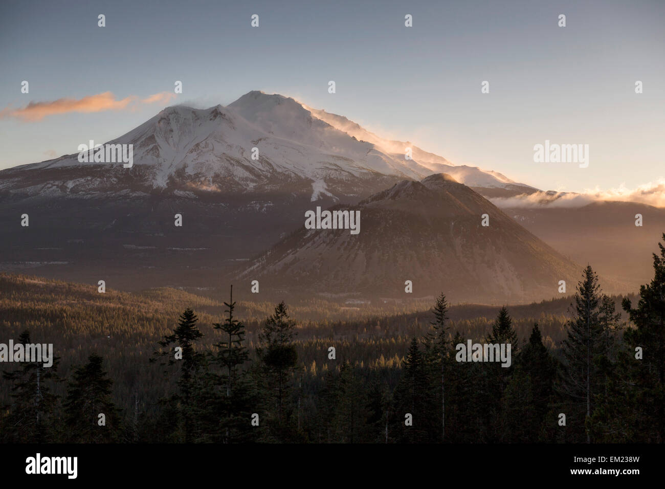Mount Shasta during sunset - Stock Image