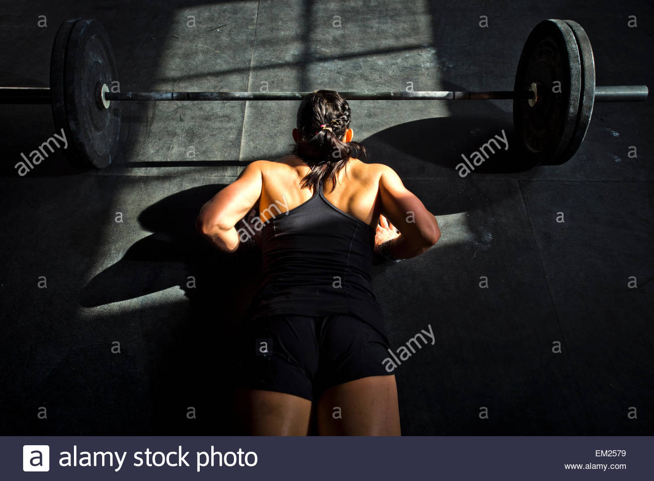 A female athlete working out at a crossfit gym. - Stock Image