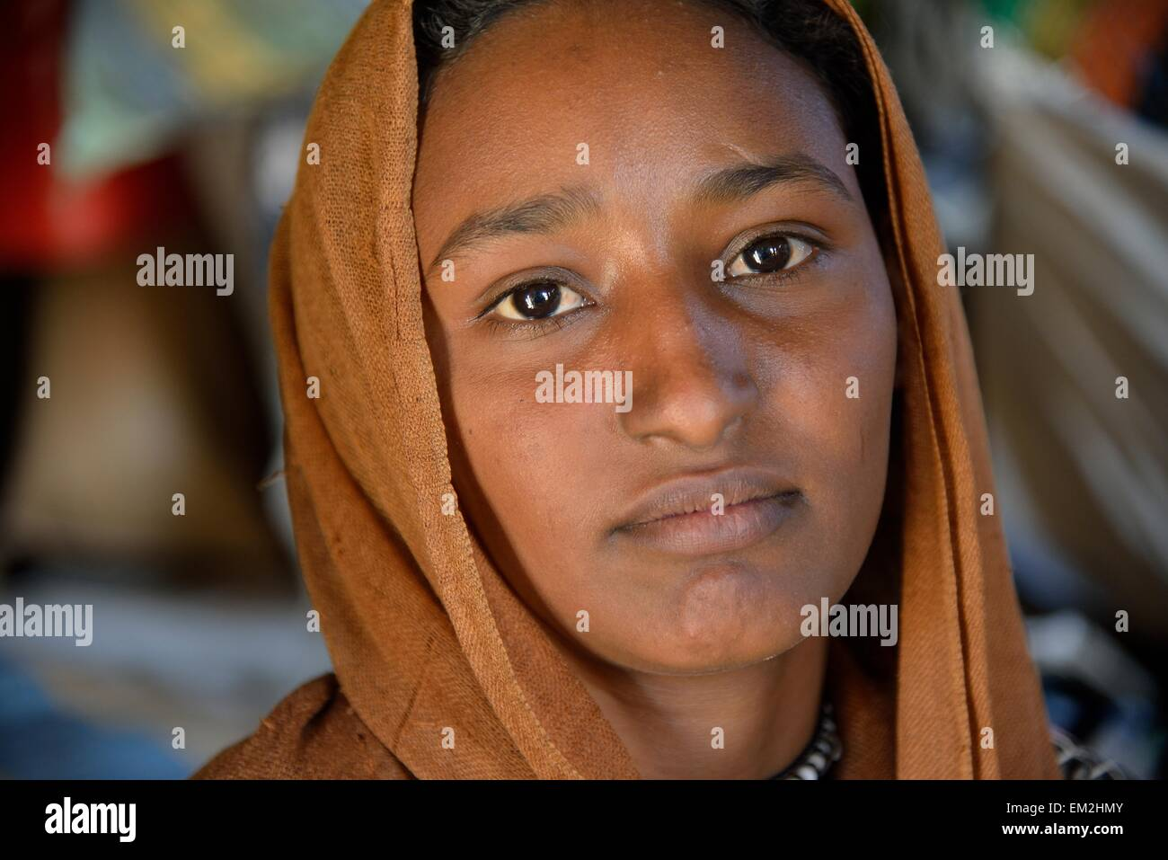Young girl from a nomadic tribe, wearing headgear, portrait, Bayuda Desert, in Karima, Nubia, Northern Sudan, Sudan - Stock Image