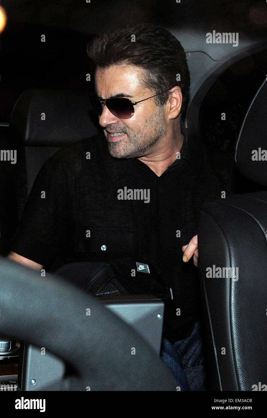 22.SEPTEMBER.2008. LONDON  EXCLUSIVE***  GEORGE MICHAEL LEAVING HIS HOUSE WITH BOYFRIEND KENNY GOSS AND GOING TO - Stock Image
