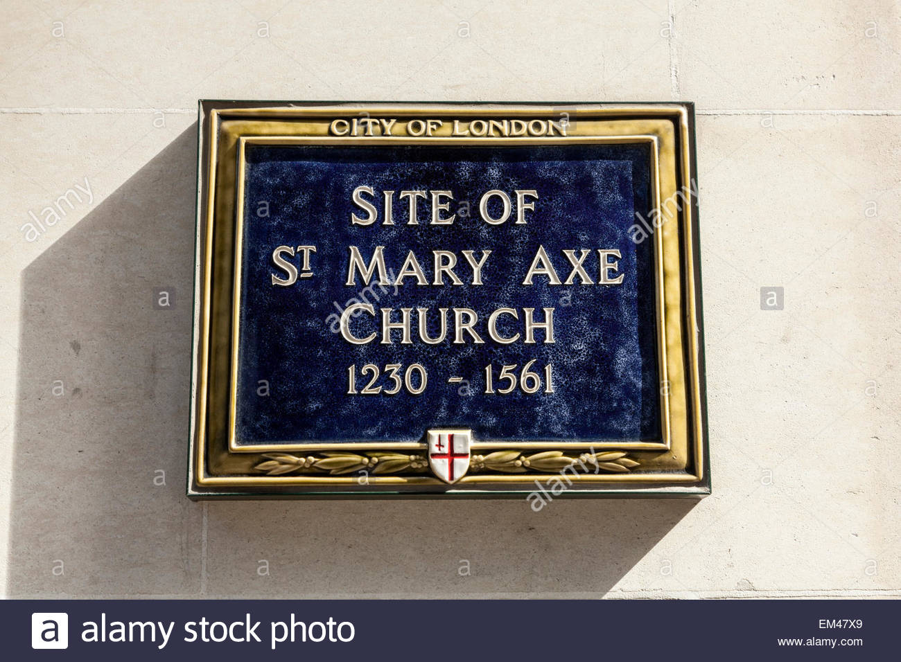 Blue plaque showing the site of St Mary Axe Church 1230 - 1561 - Stock Image