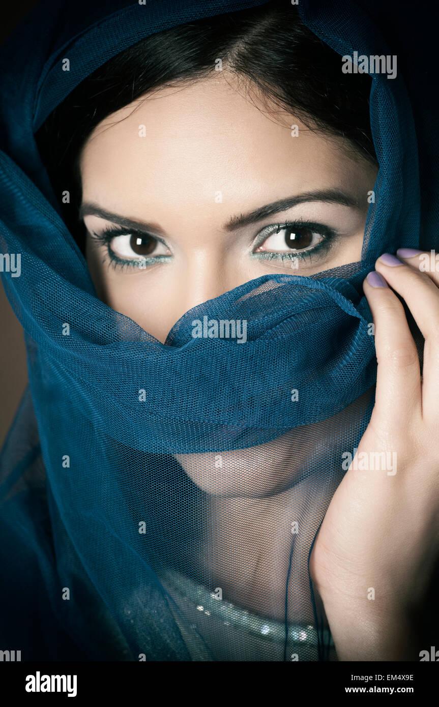Veiled woman hiding face - Stock Image