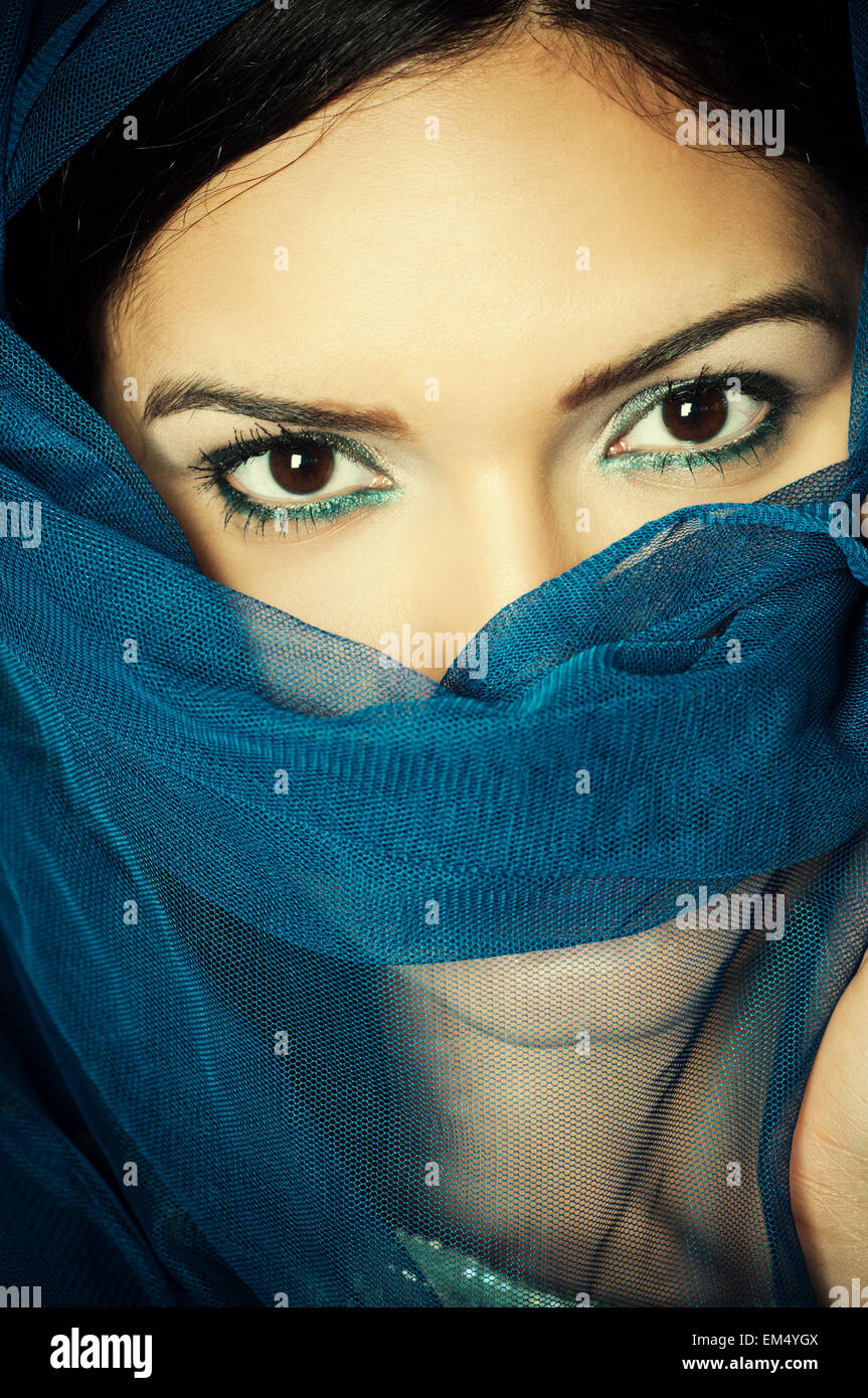 Veiled woman hiding face - Stock Image