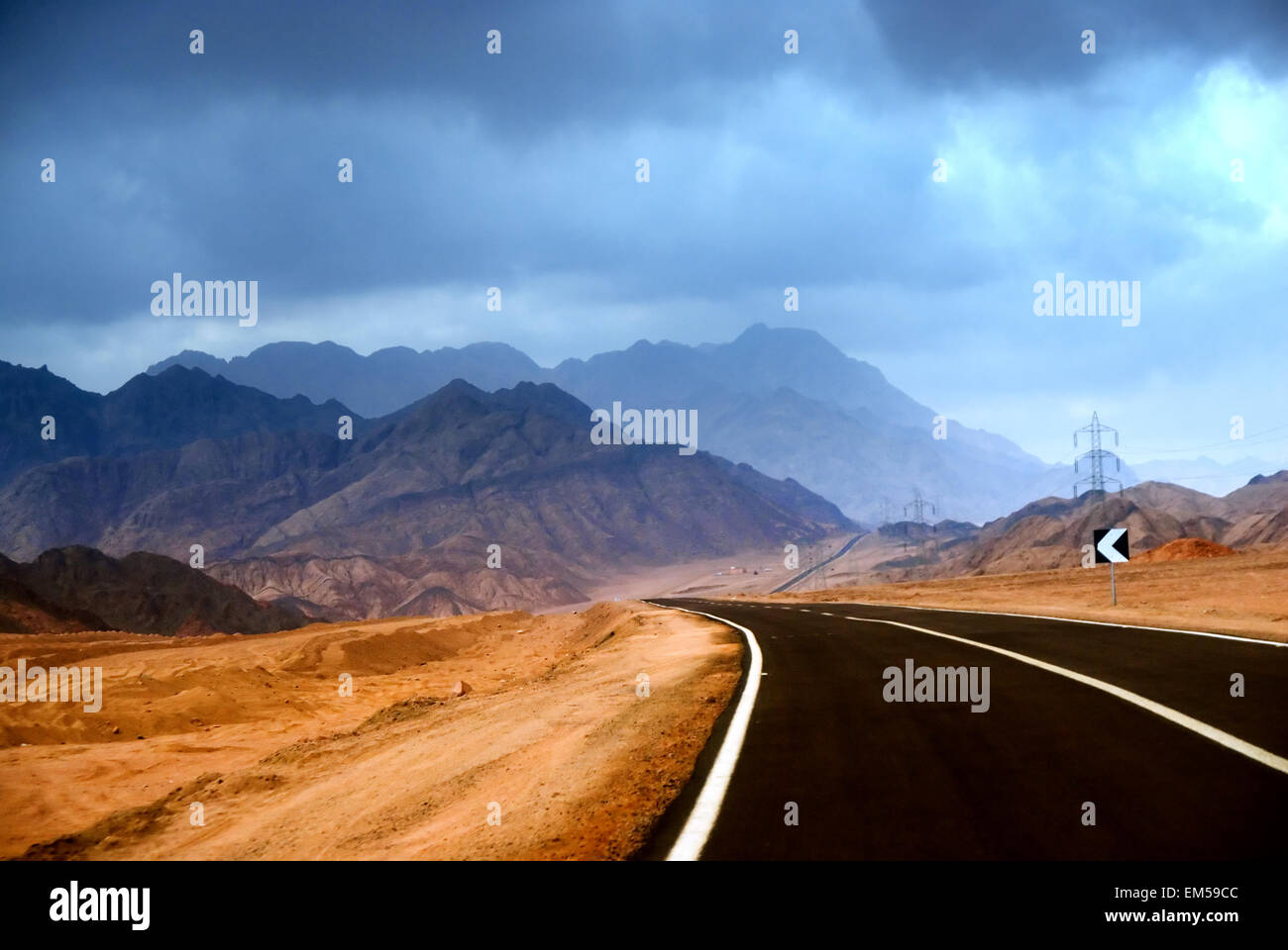 The road in the mountainous desert of the Sinai Peninsula - Stock Image