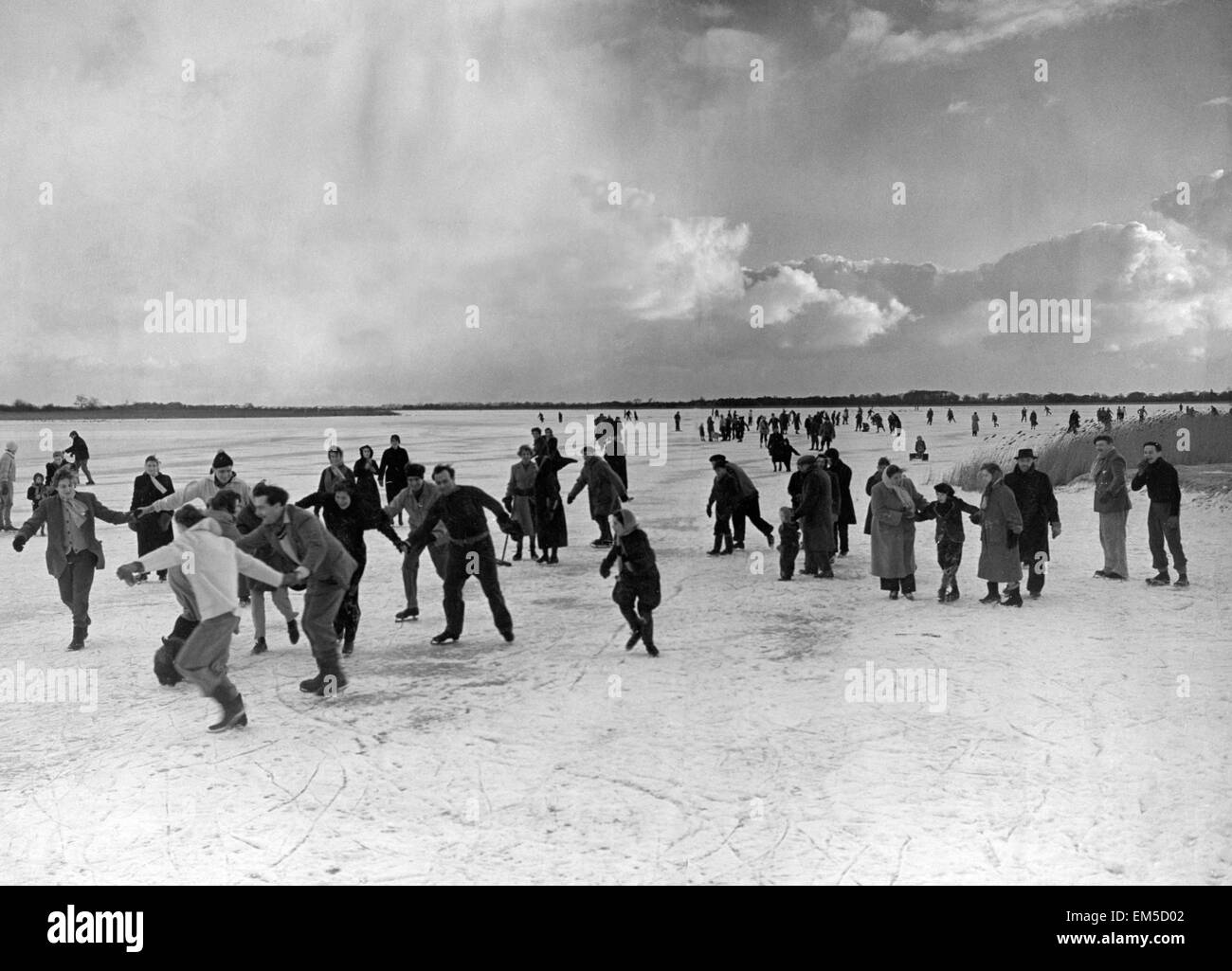 People skating on the frozen Hickling Broad in Norfolk after it iced over January 1954 31/01/1954 - Stock Image