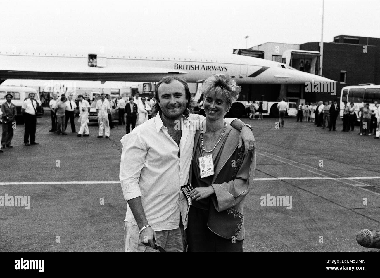 Singer Phil Collins & wife Jill Travelman at London Heathrow Airport 13th July 1985. Phil Collins is about to - Stock Image