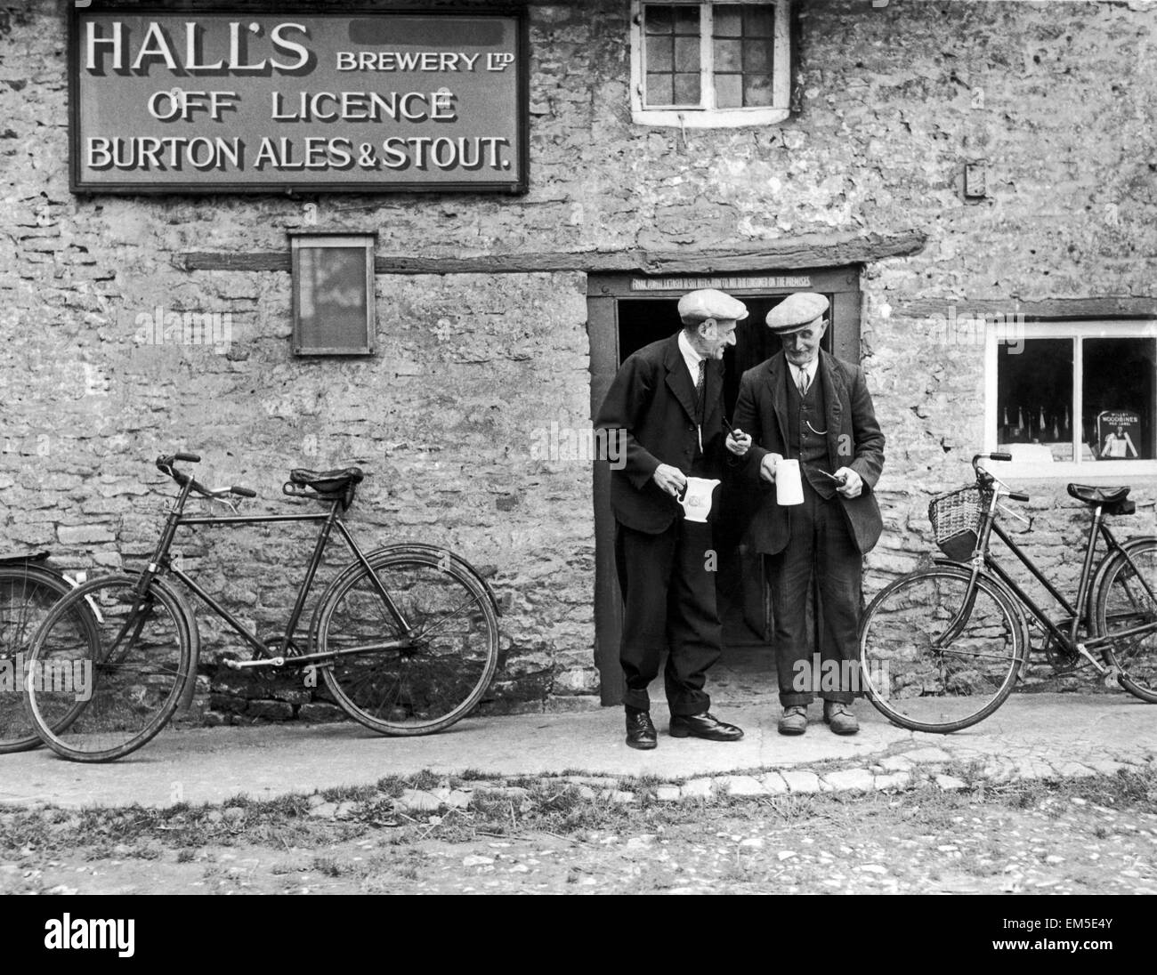Halls Brewery Off Licence Burton Ales & Stout in Bucknell Oxford The village does not have a pub so locals have - Stock Image