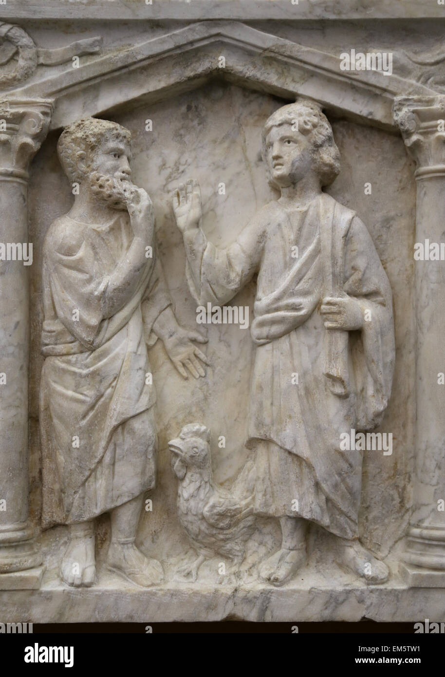Cristian-Roman. Front of columnar sarcophagus with biblical scenes. 350-375 AD. Prediction of Peter's denial. - Stock Image