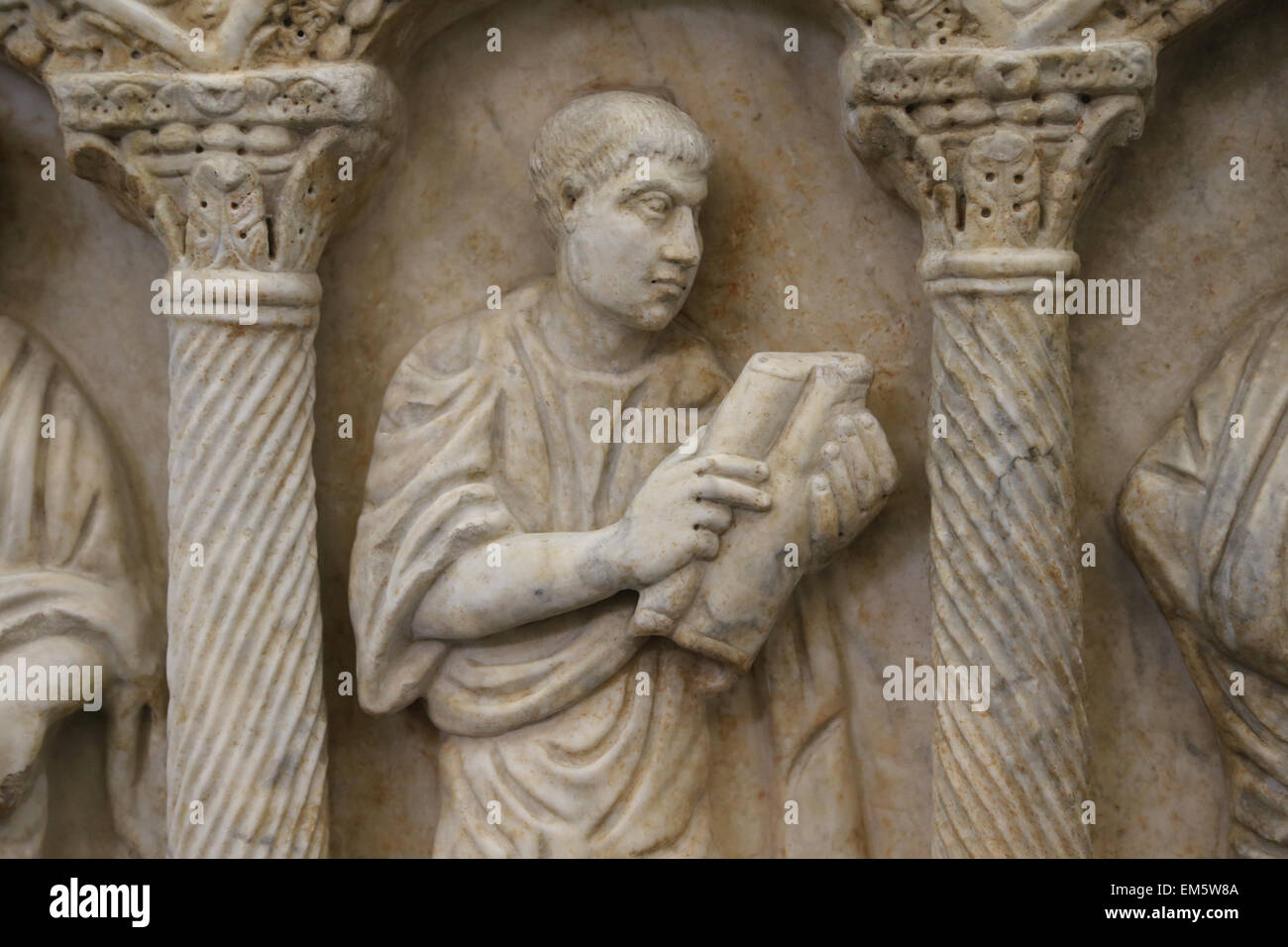 Christian-Roman. Front of columnar sarcophagus with biblical scenes. 4th c. AD. Man with a scroll. Vatican Museums. - Stock Image
