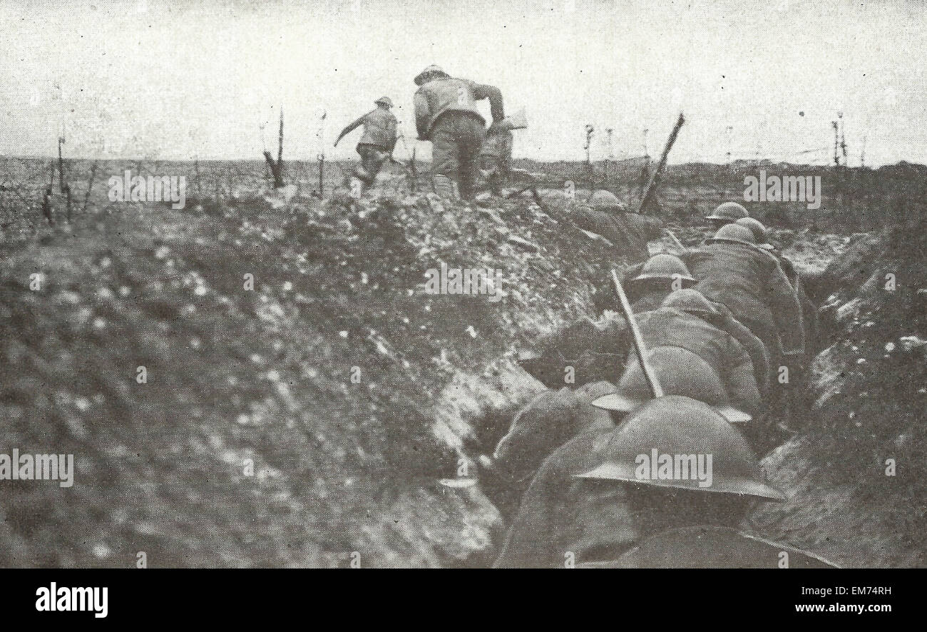 The Great British Advance in the West - Raiding party leaves the trenches - Western front, World War I - Stock Image