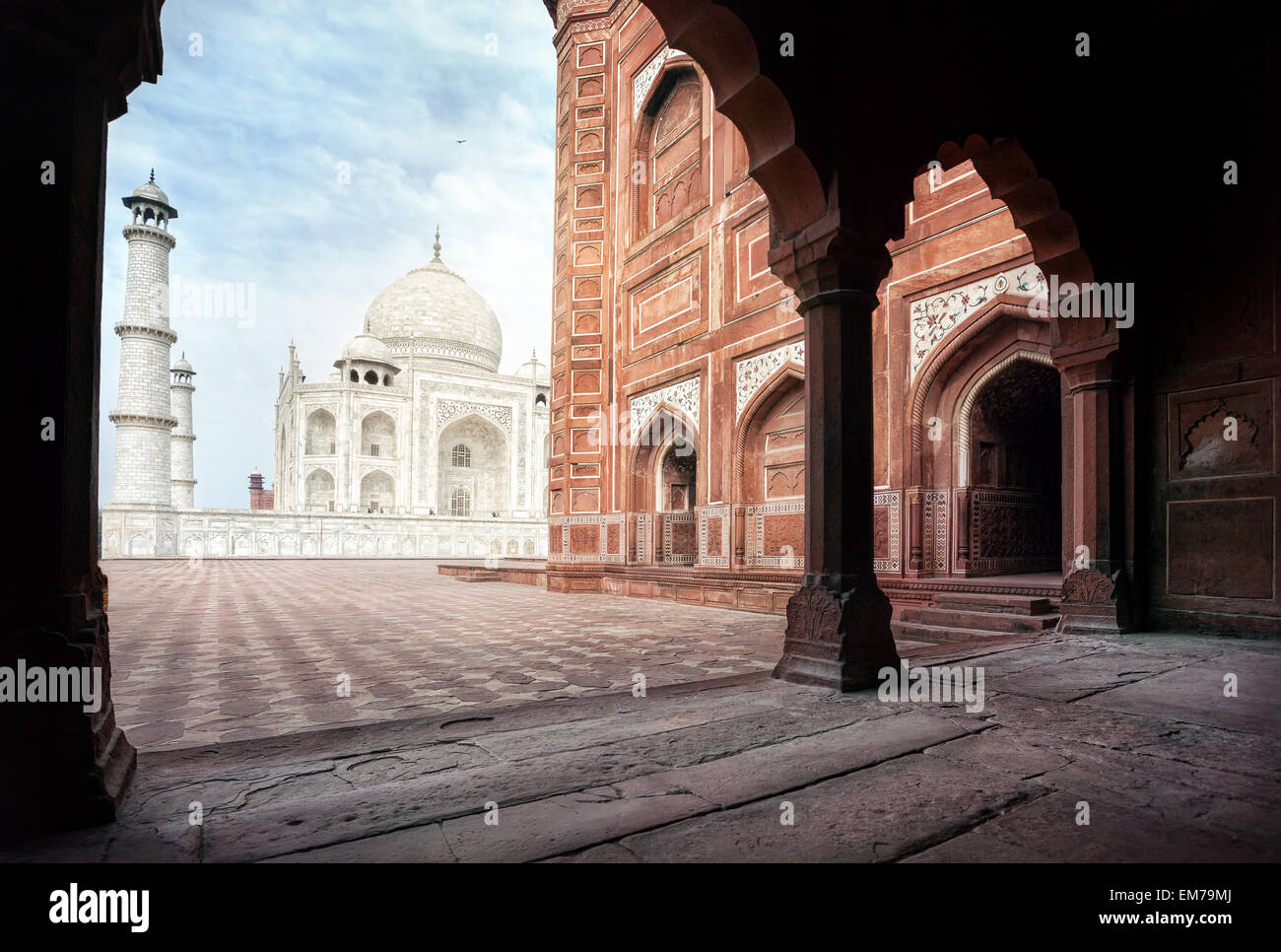 Taj Mahal tomb and mosque in the arch at blue sky in Agra, Uttar Pradesh, India - Stock Image