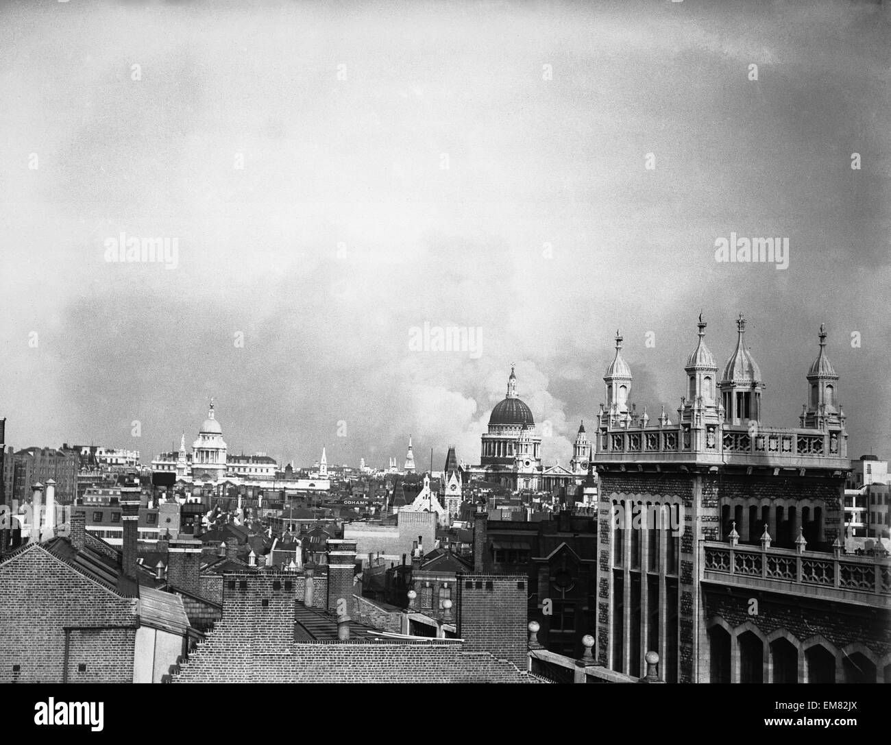 London Blitz Bomb Damage 1940 WW2 Smoke rises from behind the dome of St Pauls Cathedral after the first daylight - Stock Image