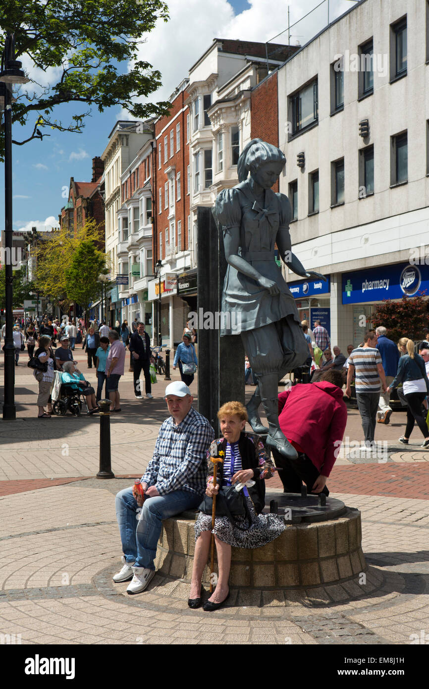 UK, England, Yorkshire, Scarborough, Westborough, Bathing Belle Statue, by artist blacksmith Craig Knowles, shoppers - Stock Image