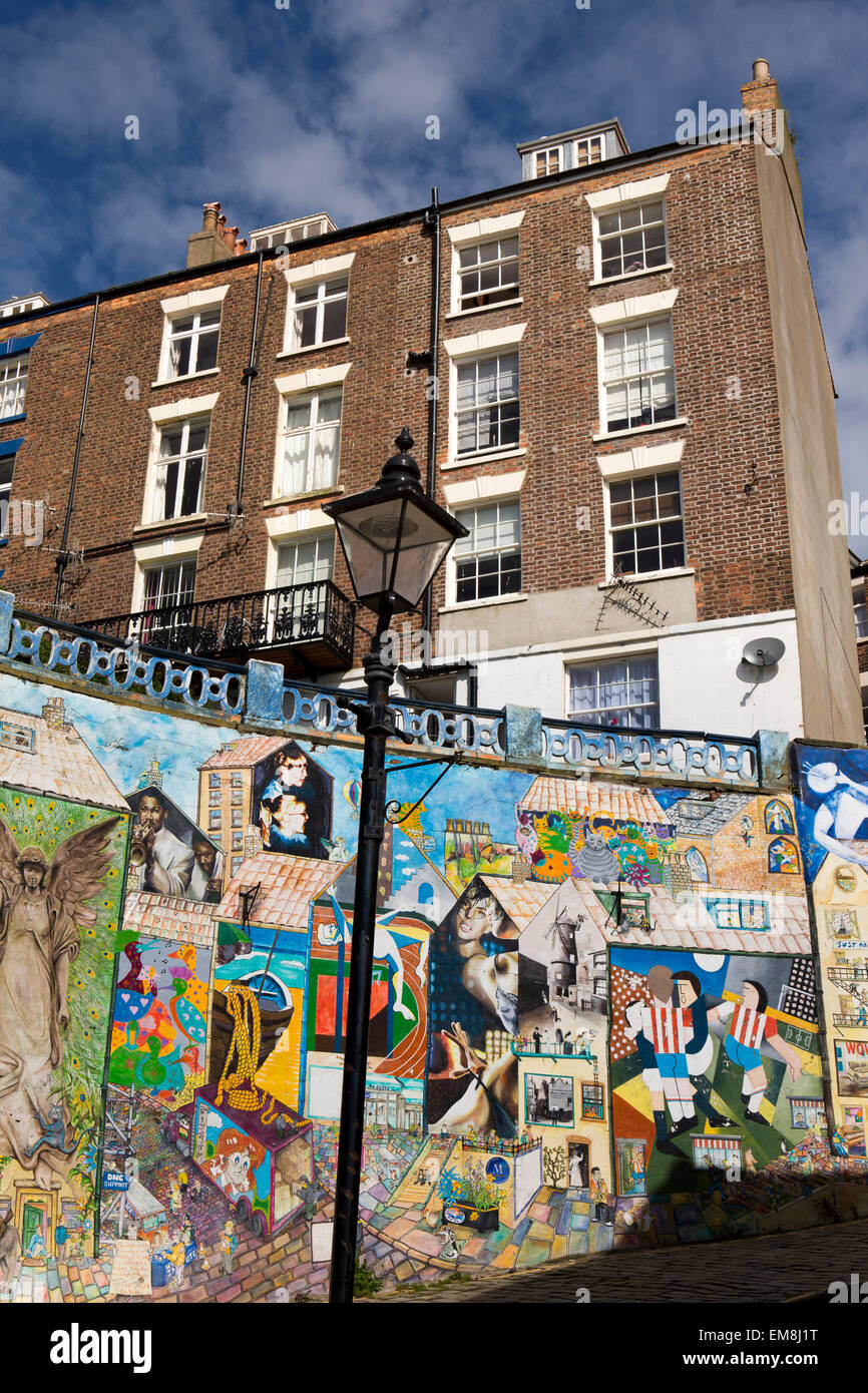 UK, England, Yorkshire, Scarborough, Blandscliff, murals painted each year since 2003, gable wall - Stock Image