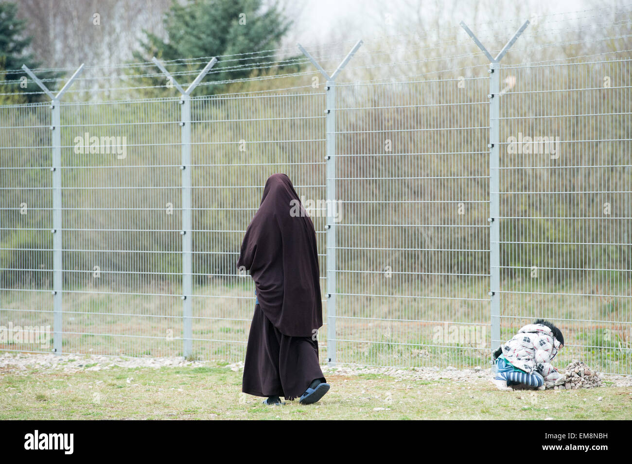 Schneeberg, Germany. 17th Apr, 2015. A Chechen woman stands next to her daughter on the compound of the reception - Stock Image
