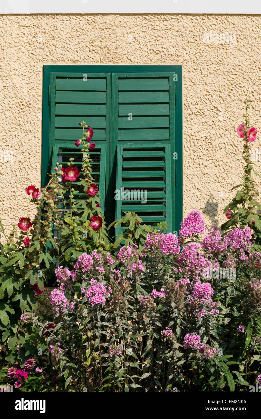 Fenster einer Villa, Bad Aussee, Styria, Salzkammergut, Austria - Stock Image