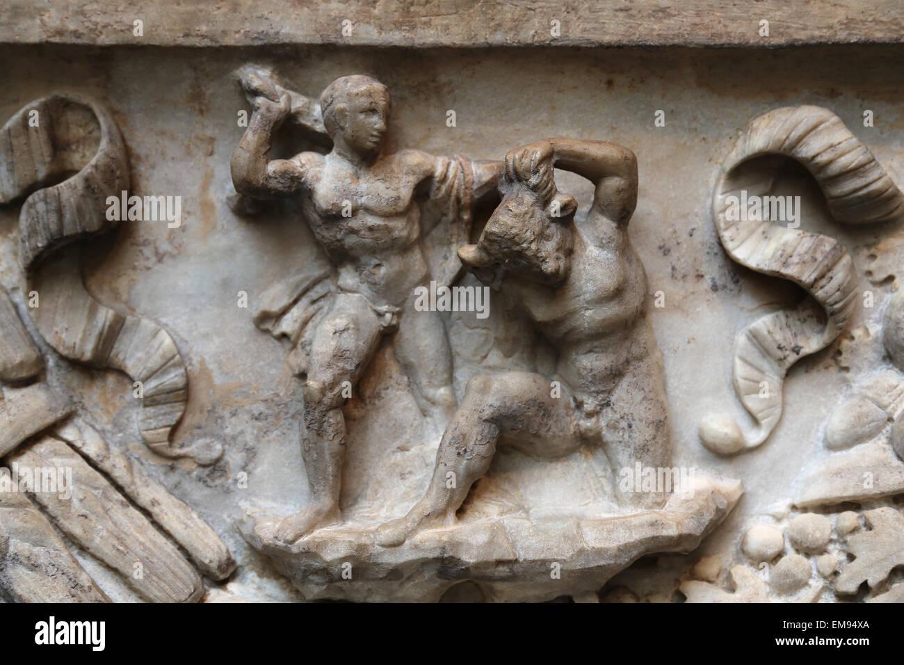 Roman sarcophagus. Myth of Theseus and Ariadne. Marble. C.130-140 AD. Theseus killing the Minotaur. - Stock Image