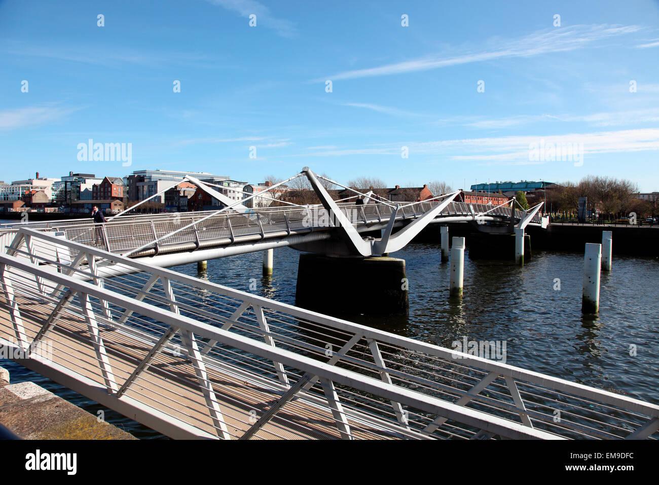 Sean OCasey swingbridge over the River Liffey in Dublin. - Stock Image