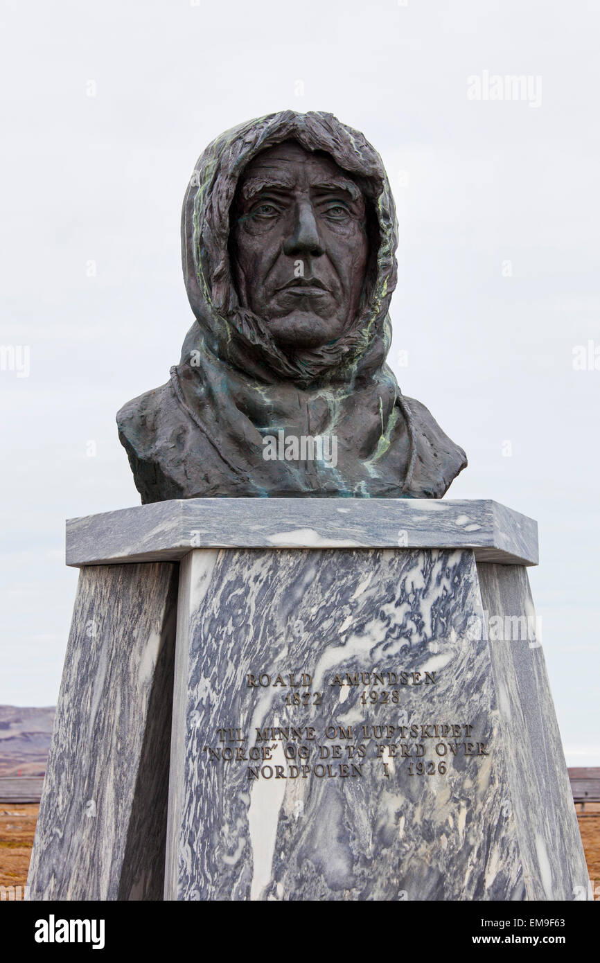 Statue of Roald Amundsen, Norwegian explorer, in the remote village of Ny Alesund, Svalbard, Norway - Stock Image