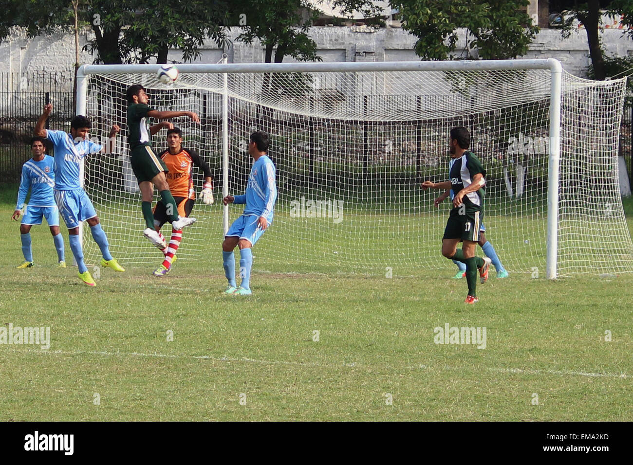Lahore, Pakistan. 17th Apr, 2015. Pakistani players of HBL & PAF football teams struggling to get hold on the - Stock Image