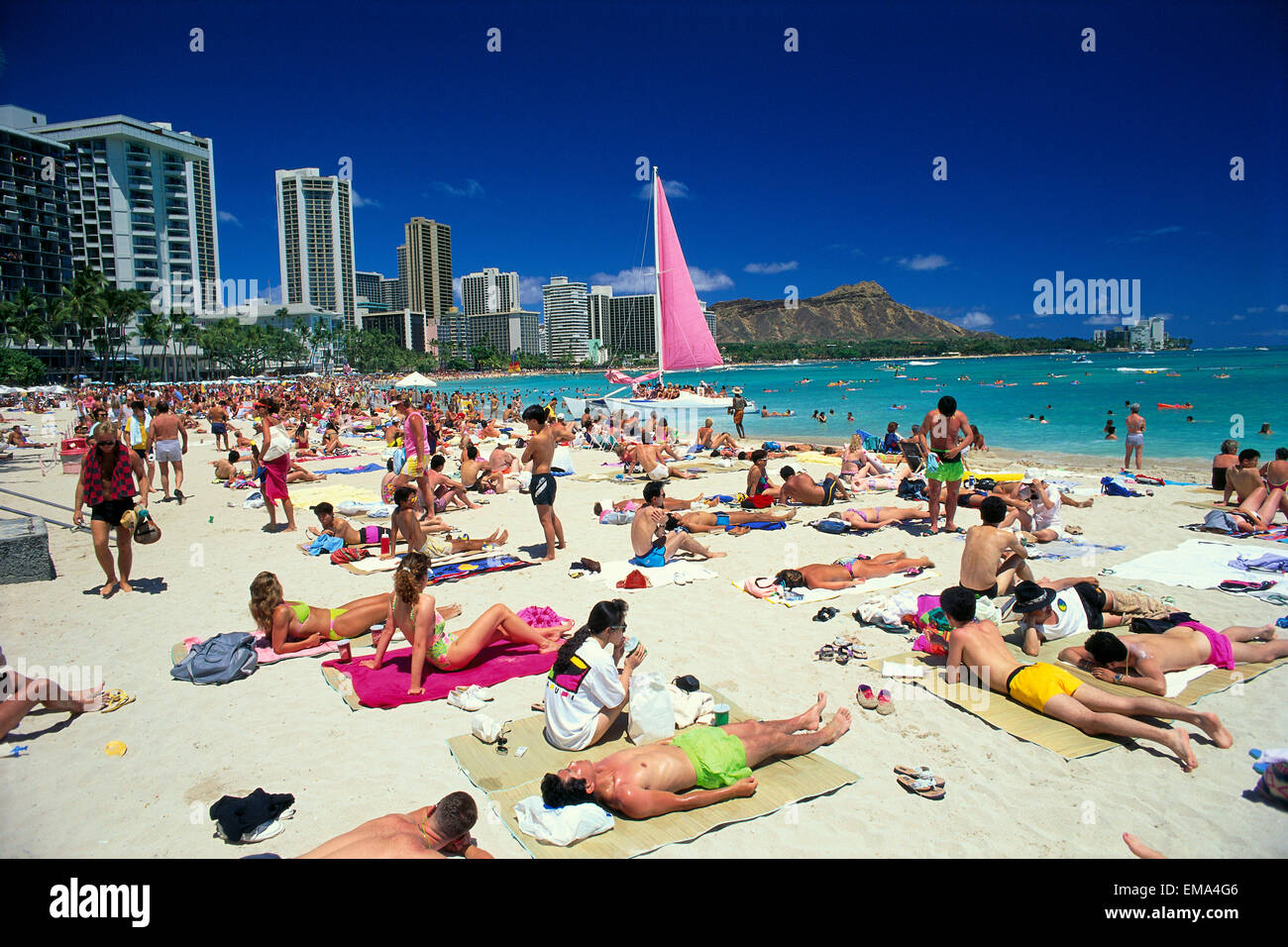 Hawaii Oahu Honolulu Waikiki Beach With Crowds Of People Diamond Head Background A42C