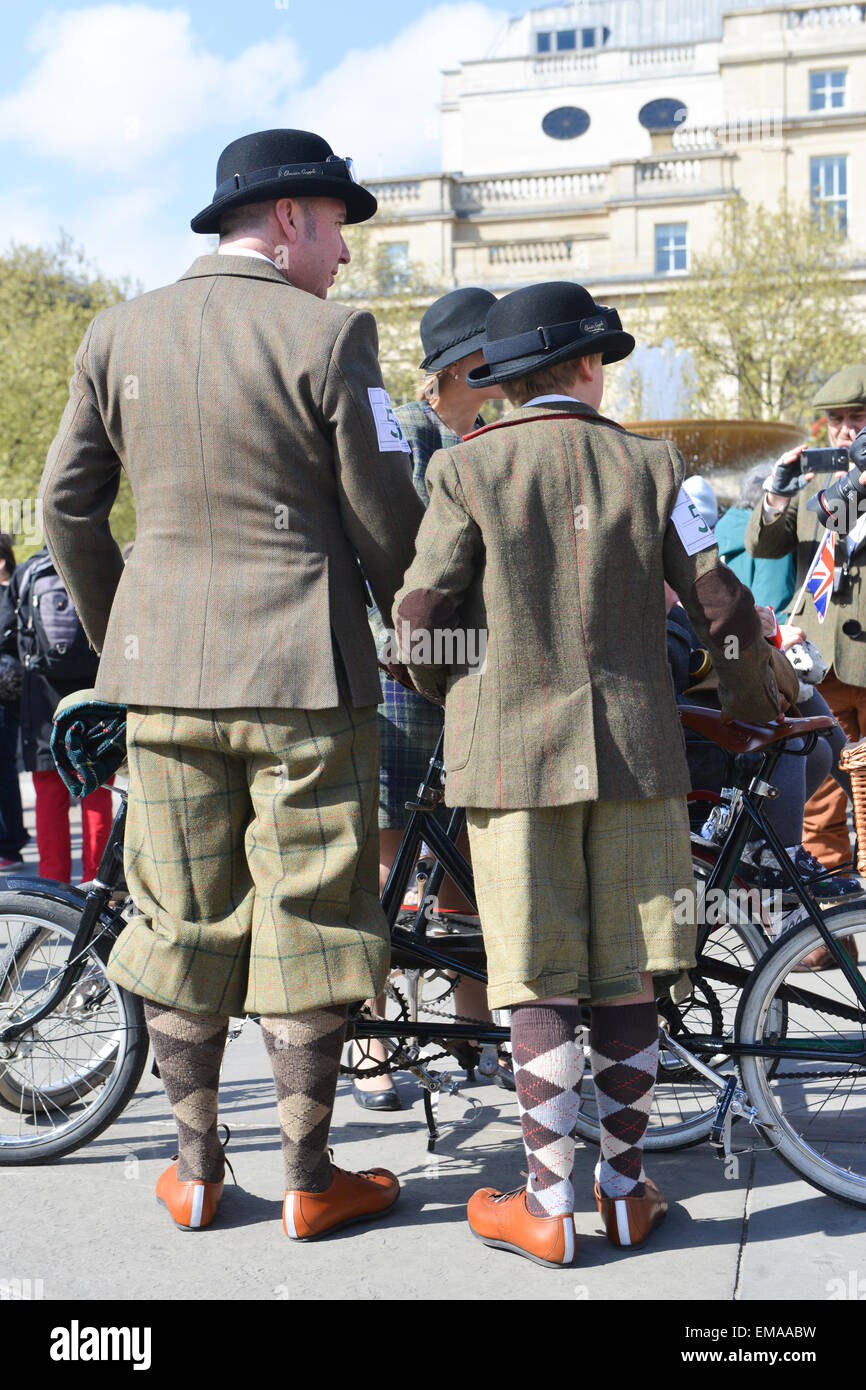 Trafalgar Square, London, UK. 18th April 2015. The annual Tweed Run takes place in London. Hundreds of cyclists - Stock Image