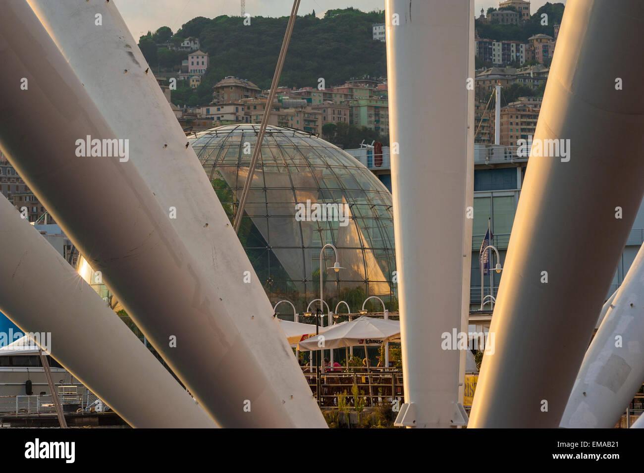 Bigo biosphere Genoa,view of the Renzo Piano designed Biosfera seen between the struts of il Bigo in the harbor - Stock Image