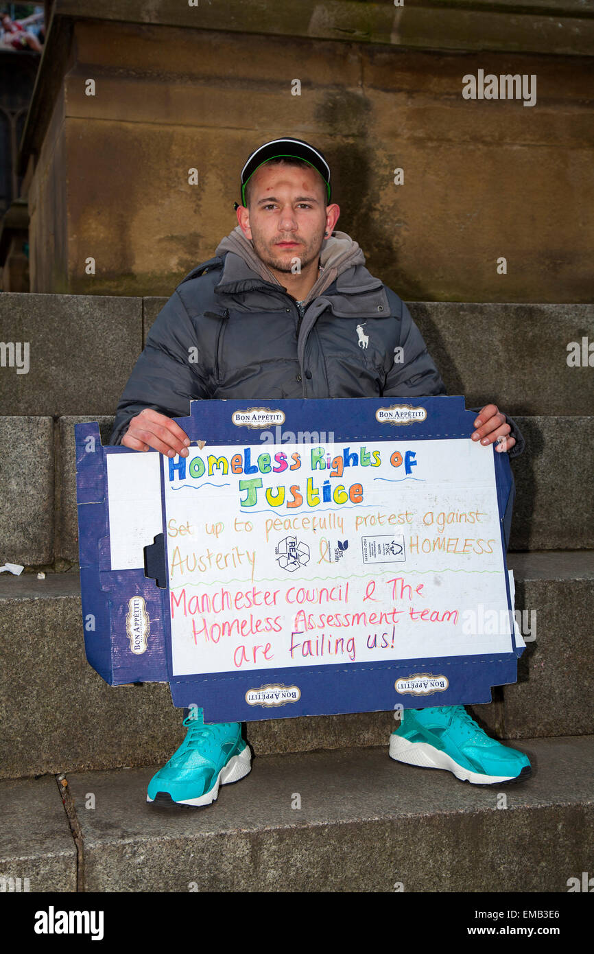 Manchester, UK 19th April, 2015. Homeless campaigners continue to make a stand outside Manchester Town Hall to raise Stock Photo