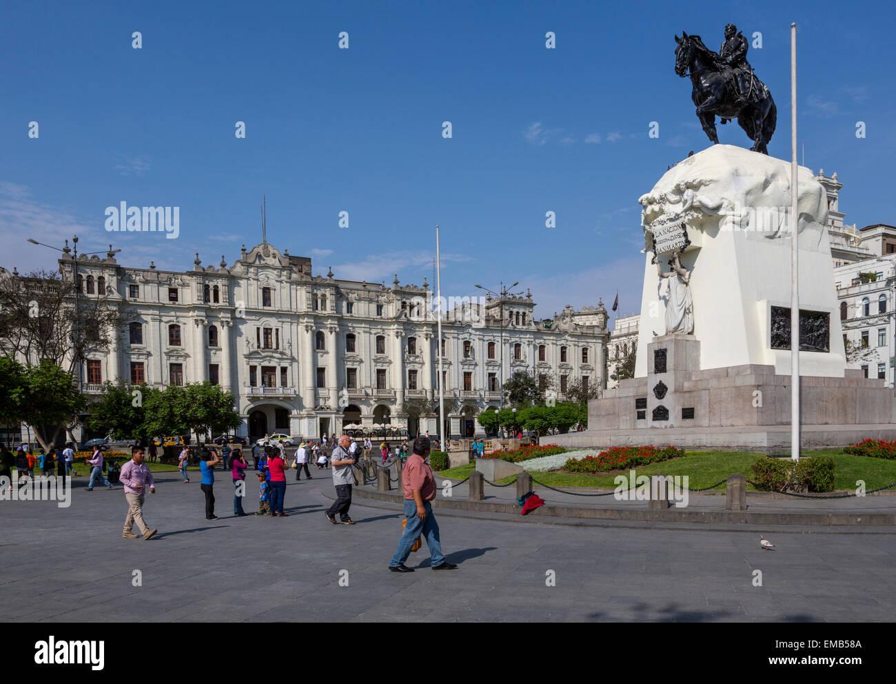 Lima, Peru.  Equestrian Statue of Jose de San Martin, Peruvian National Hero. Plaza San Martin. - Stock Image