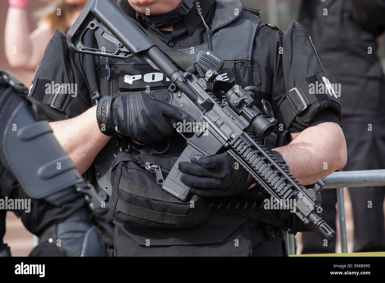 Toledo, Ohio - Police in riot gear protected members of the neo-Nazi National Socialist Movement as they held a - Stock Image
