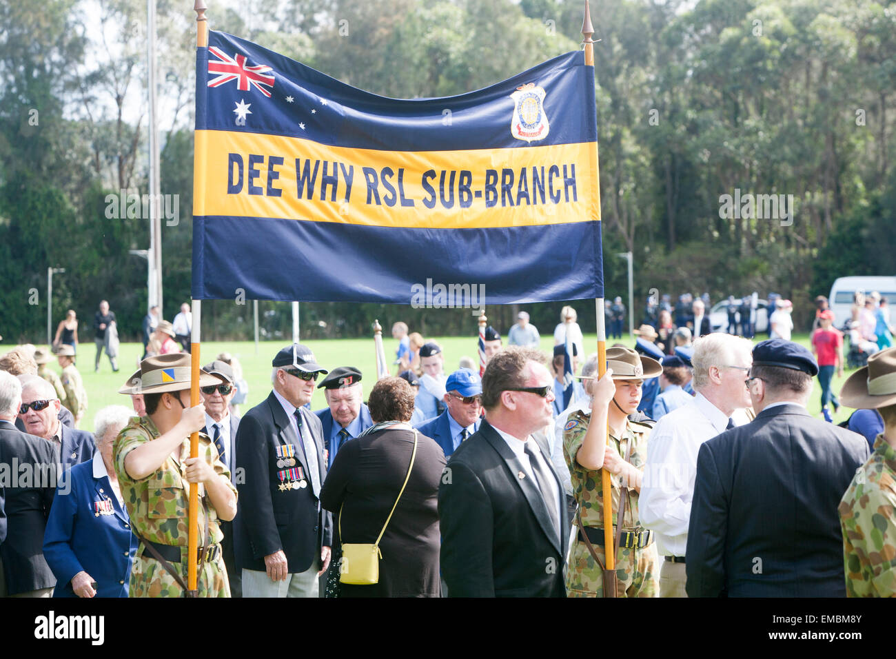 centenary ANZAC march along pittwater road,warriewood,sydney attended by defence personnel, eergency services and - Stock Image