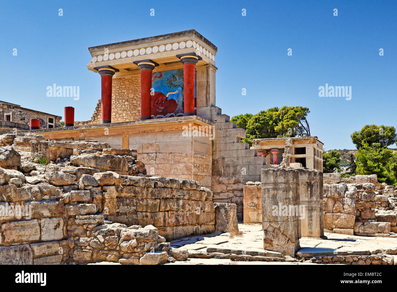 The North Entrance of the Palace with charging bull fresco in Knossos at Crete, Greece - Stock Image