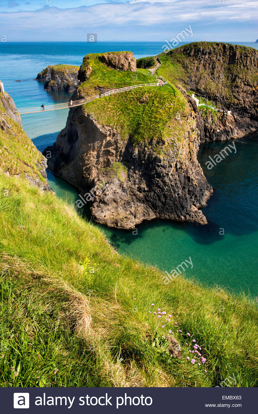 Carrick-a-rede rope Bridge on the North Antrim coast of Northern Ireland. - Stock Image