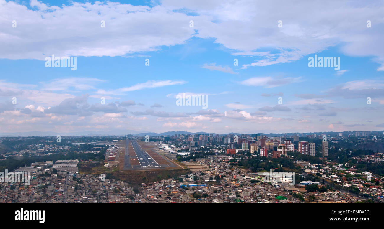 Landing in Guatemala City's La Aurora International Airport - Stock Image