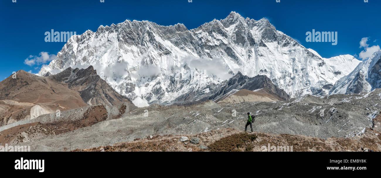 Nepal, Khumbu, Everest region, trekker near Dingboche, Lhotse and Nuptse in background - Stock Image