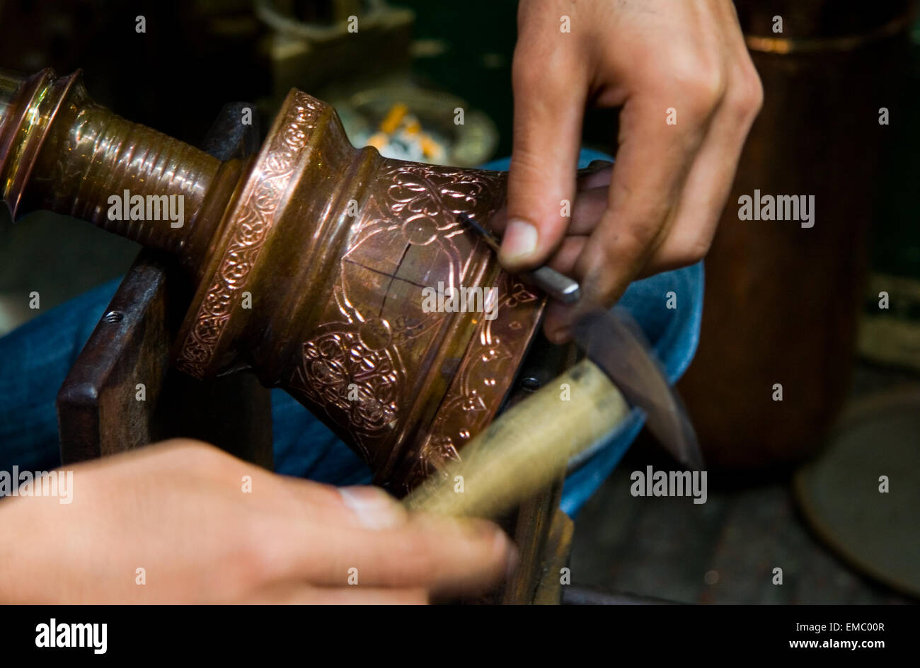 Hands of turkish chaser in process of oriental design calking, Istanbul - Stock Image