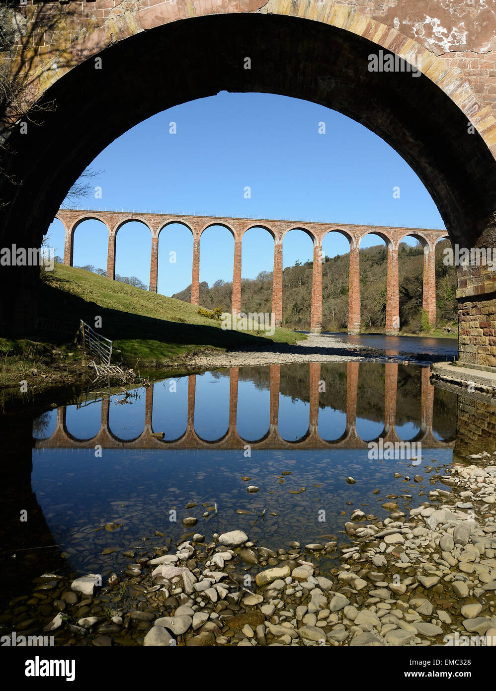 Leaderfoot Viaduct through one of the arches of Drygrange Bridge, crossing the River Tweed near Melrose in the Scottish - Stock Image